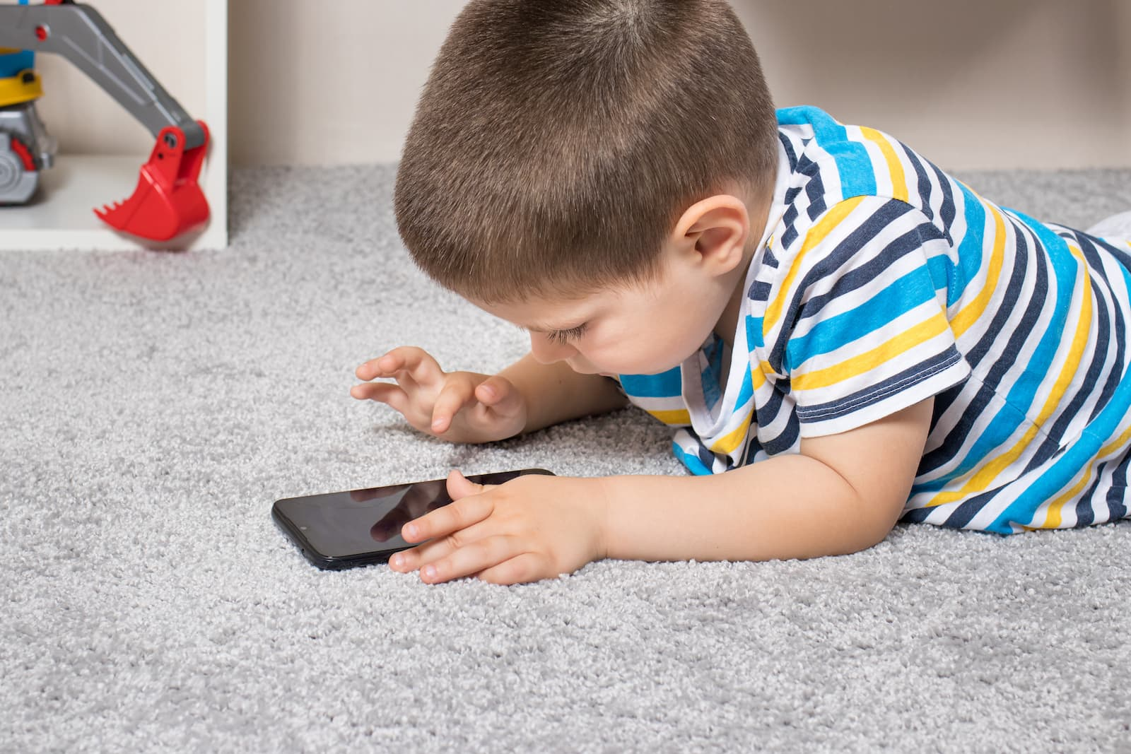 Are electronics related to myopia in children